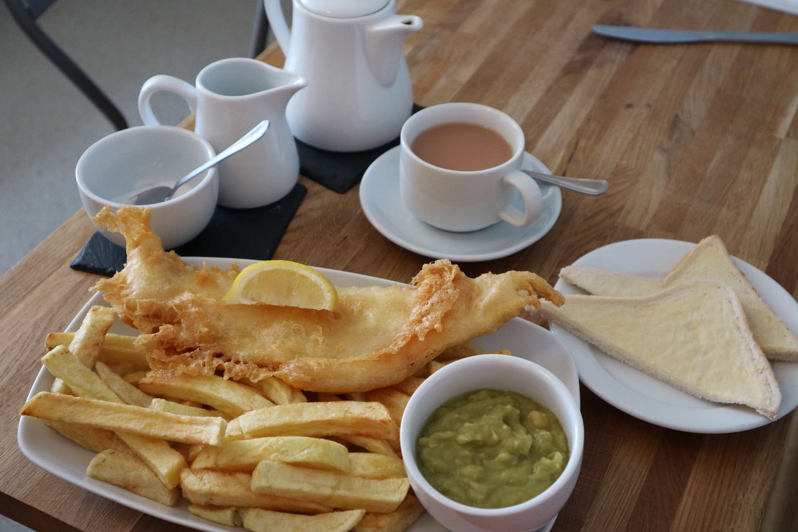 Cafe fish & chips meal